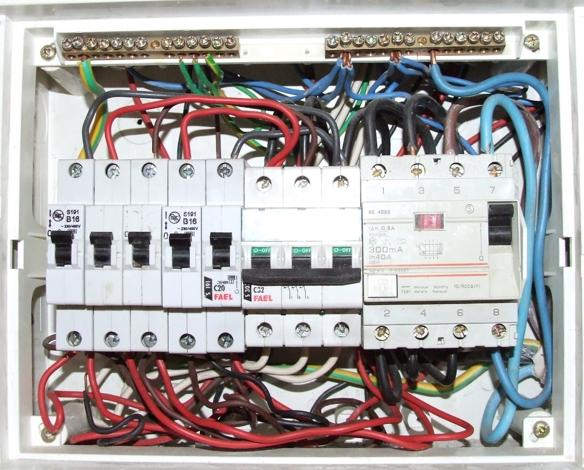 Zdj�cia najlepszych i najgorszych instalacji elektrycznych.