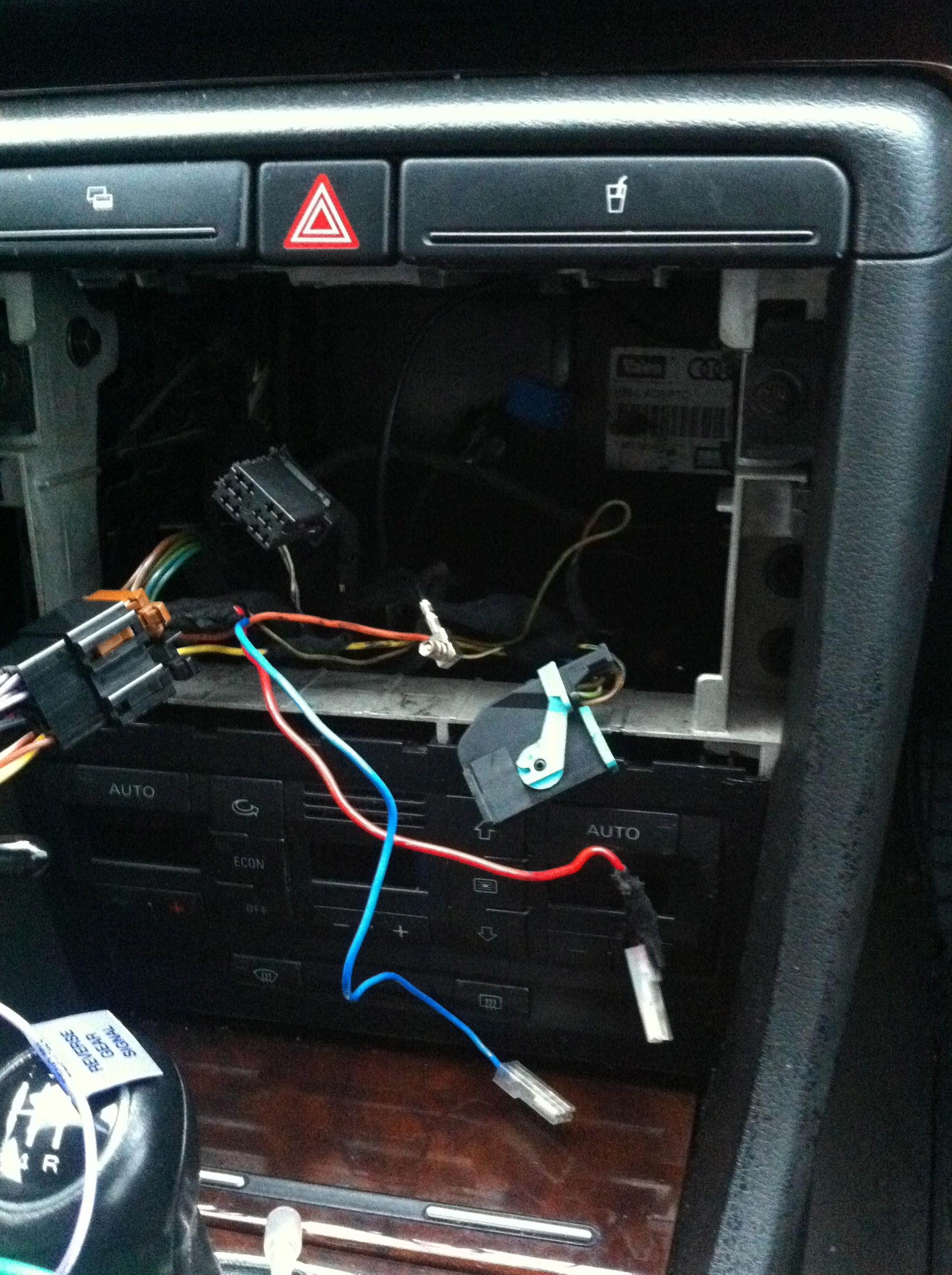 Pod��czenie radia JVC w Audi A4 kostki do tylnych g�o�nik�w
