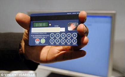 Jak działa karta kredytowa z wyświetlaczem?