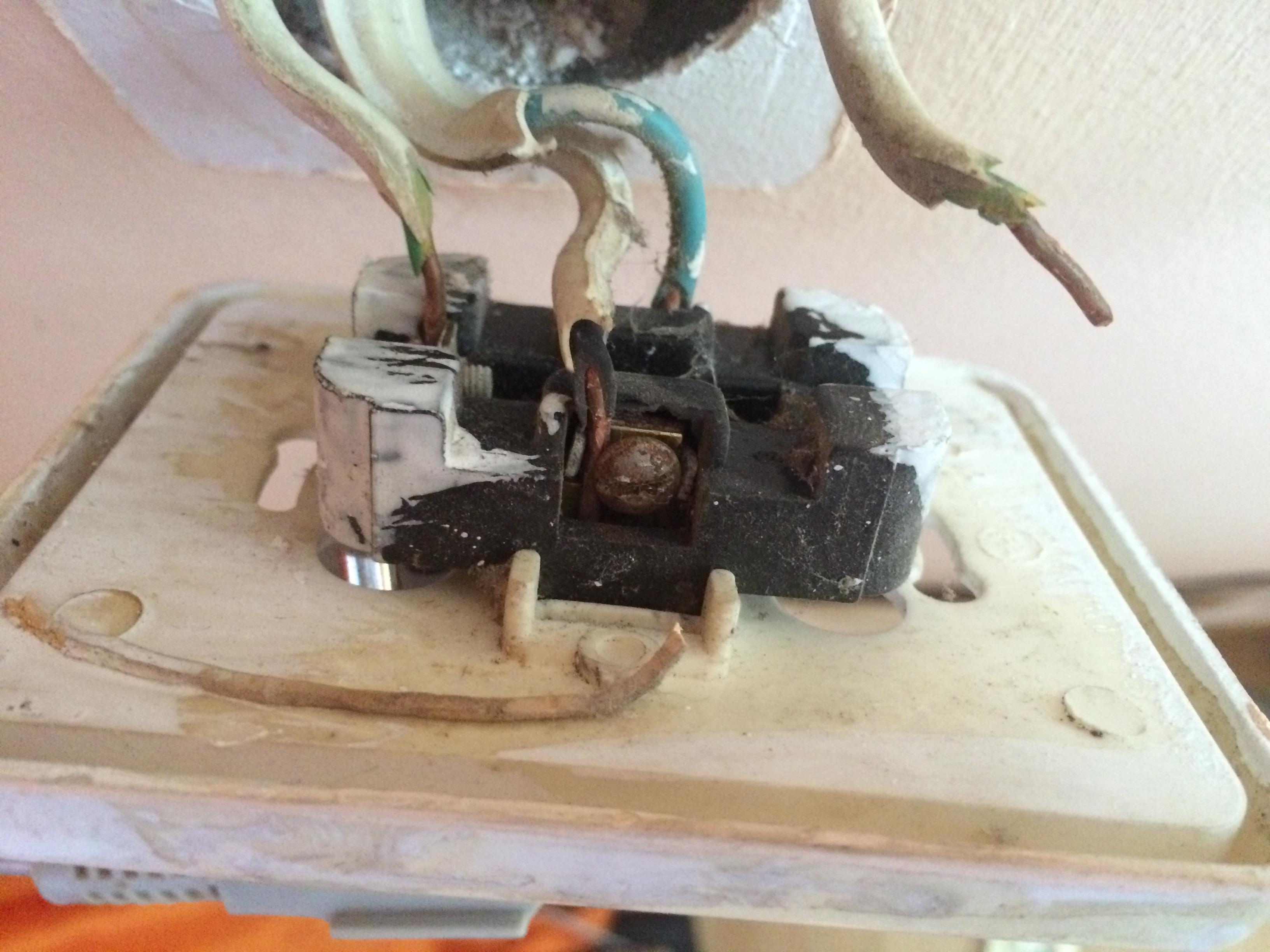 Dwa uziemienia w gniazdku - jak sprawdzi� poprawno�� instalacji?