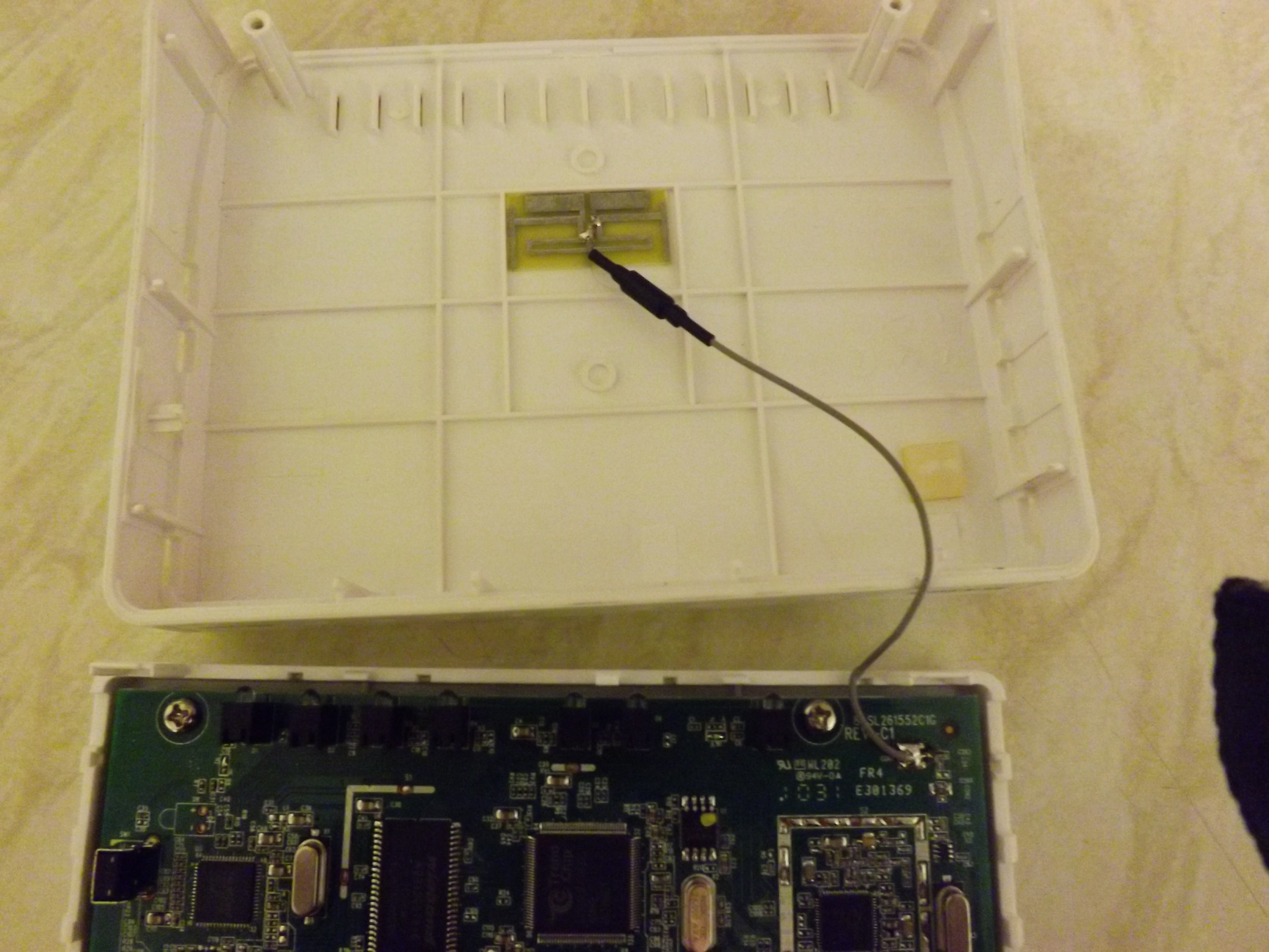 D-Link DSL-2680 ADSL2+Router Dodanie anteny