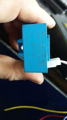Woltomierz, amperomierz, miernik pojemności baterii. Z czujnikiem Halla