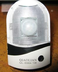 Lampka nocna QIAOLIAN - przeróbka na czujnik PIR