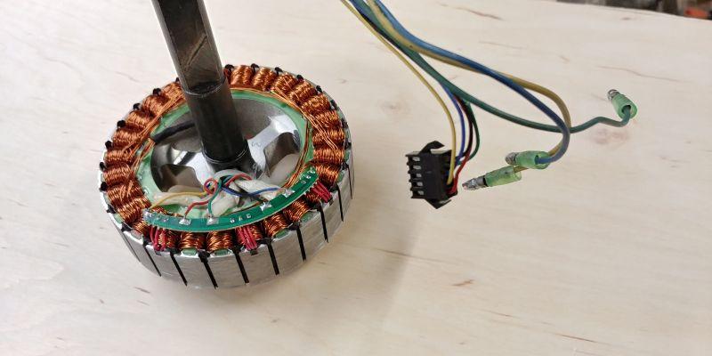 Bezszczotkowy silnik prądu stałego - zmiana obrotów na przeciwne, czy się da?
