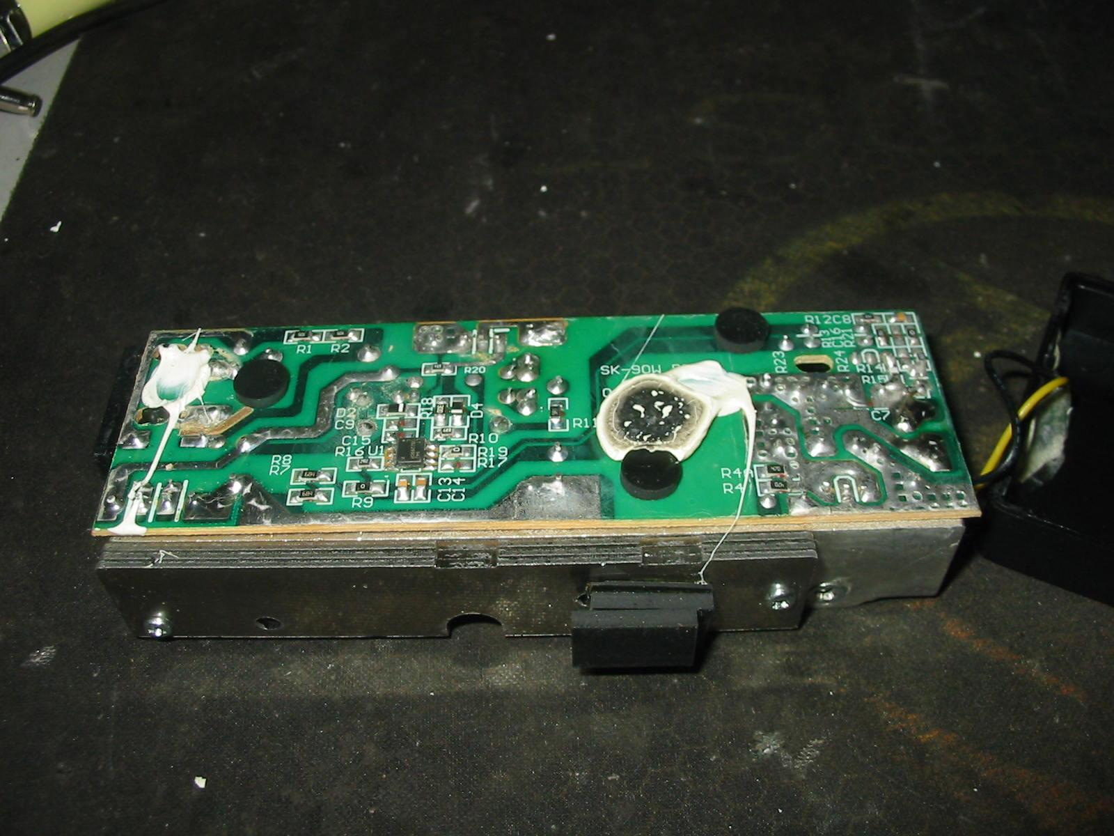 HP dv7 1094eo - laptop nie w��cza sie na orginalnym zasilaczu