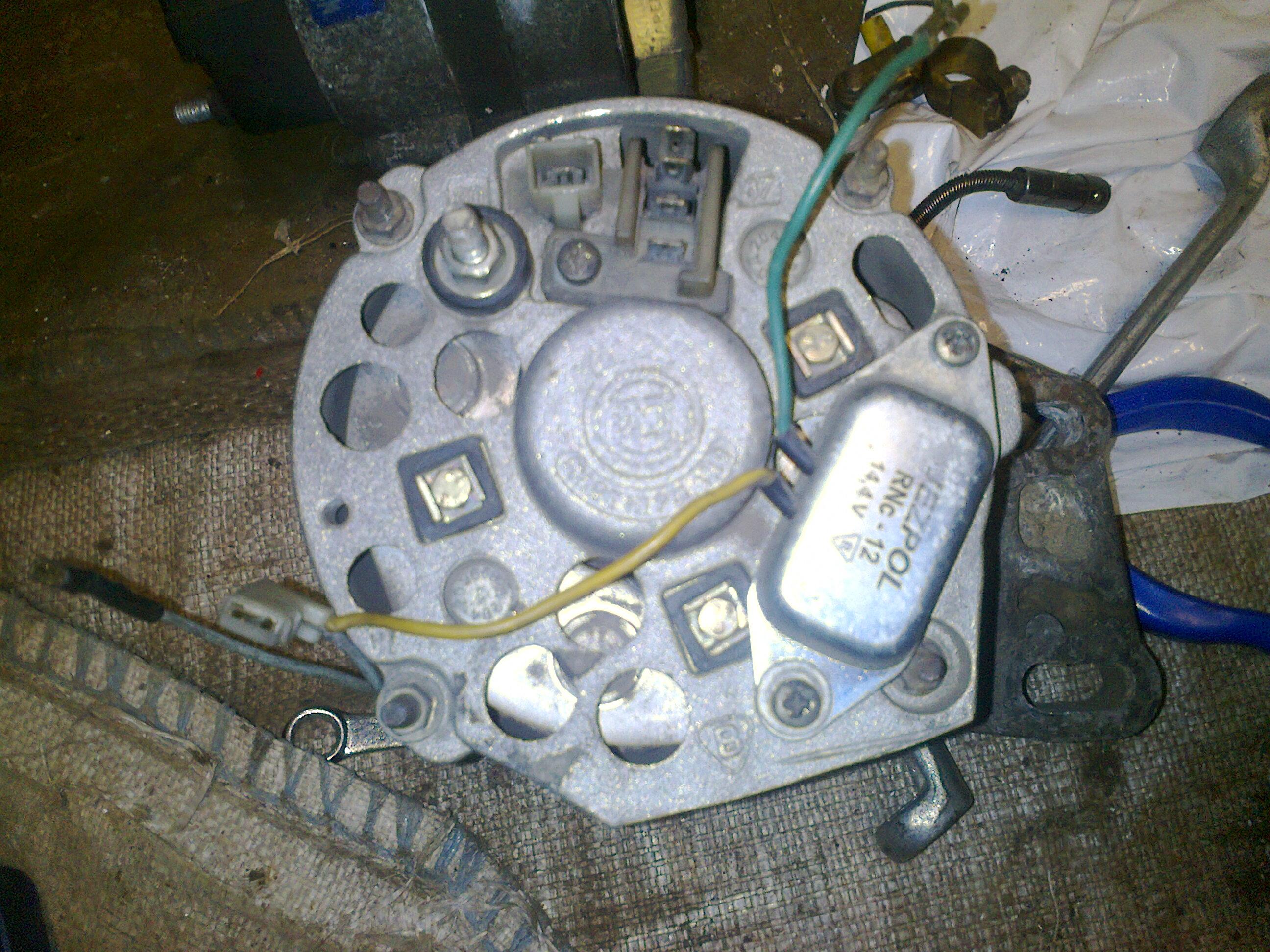 Podłączyć alternator