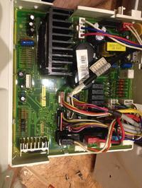 Pralko-suszarka Samsung WD7704S8V gdzie idzie wtyczka od pompy