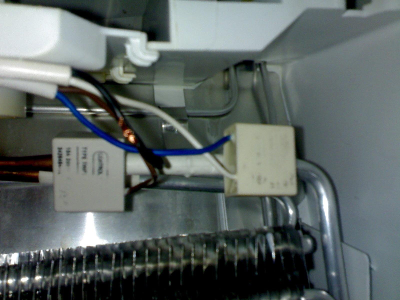 Lod�wka AEG Electrolux , wewn�trz inna temperatura a na wy�wietlaczu inna.