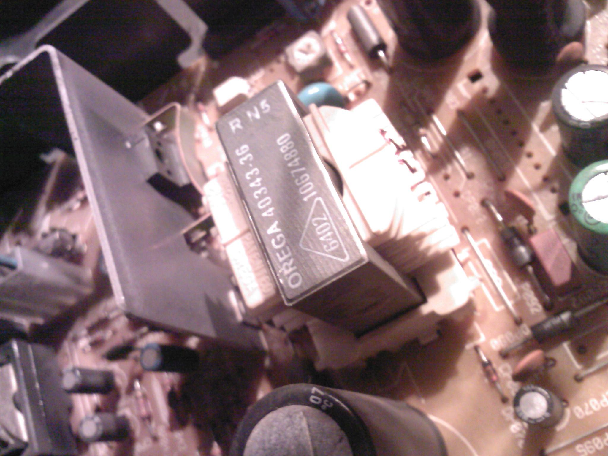 Thomson 21MG15ET 451/TX807C nie włącza się, piszczy