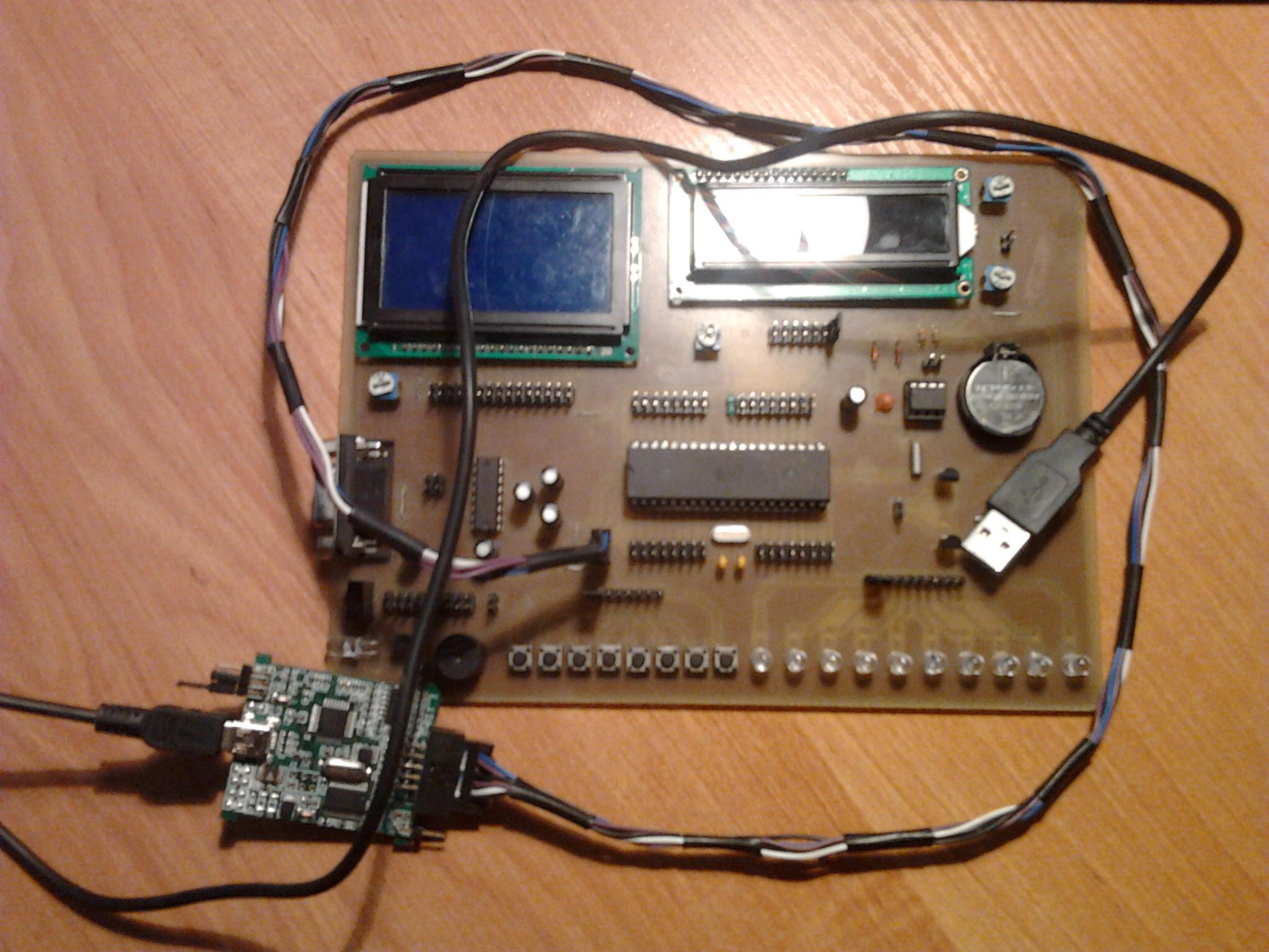 [Sprzedam] Zestaw ewaluacyjny AVR (ATMEGA32) + KSI��KI