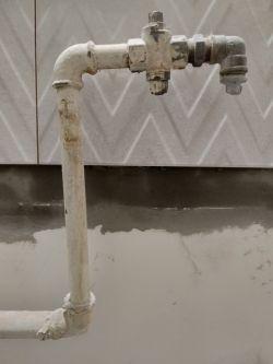 Rury gazowe w mieszkaniu, pŕzerobienie rury.