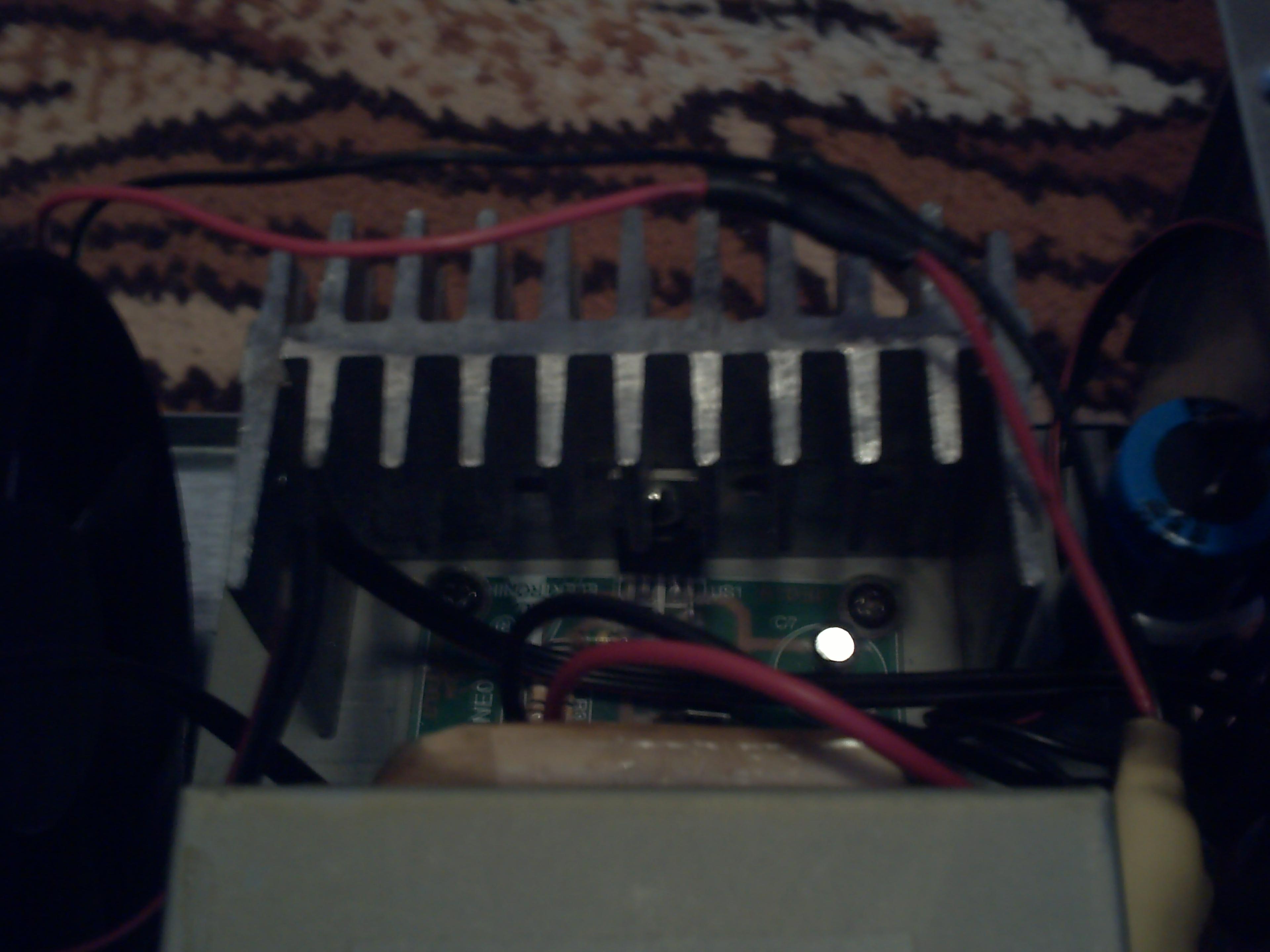 Wzmacniacz mono na TDA2030 w obudowie zasilacza z komputera.