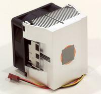 Instalacja radiatora CPU na karcie graficznej.