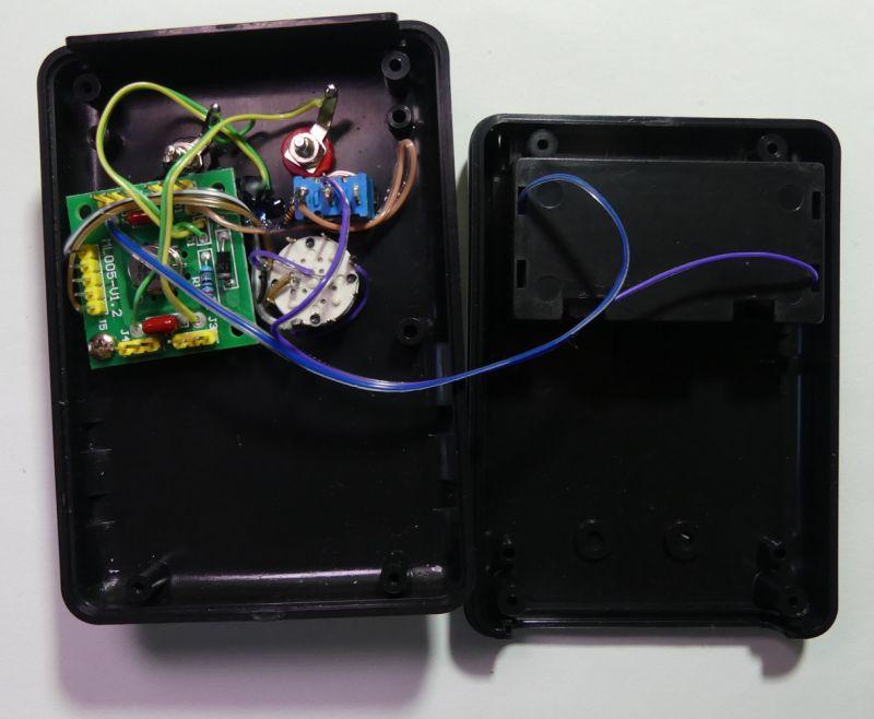 Pudełko ze źródłem napięcia odniesienia - tester woltomierzy