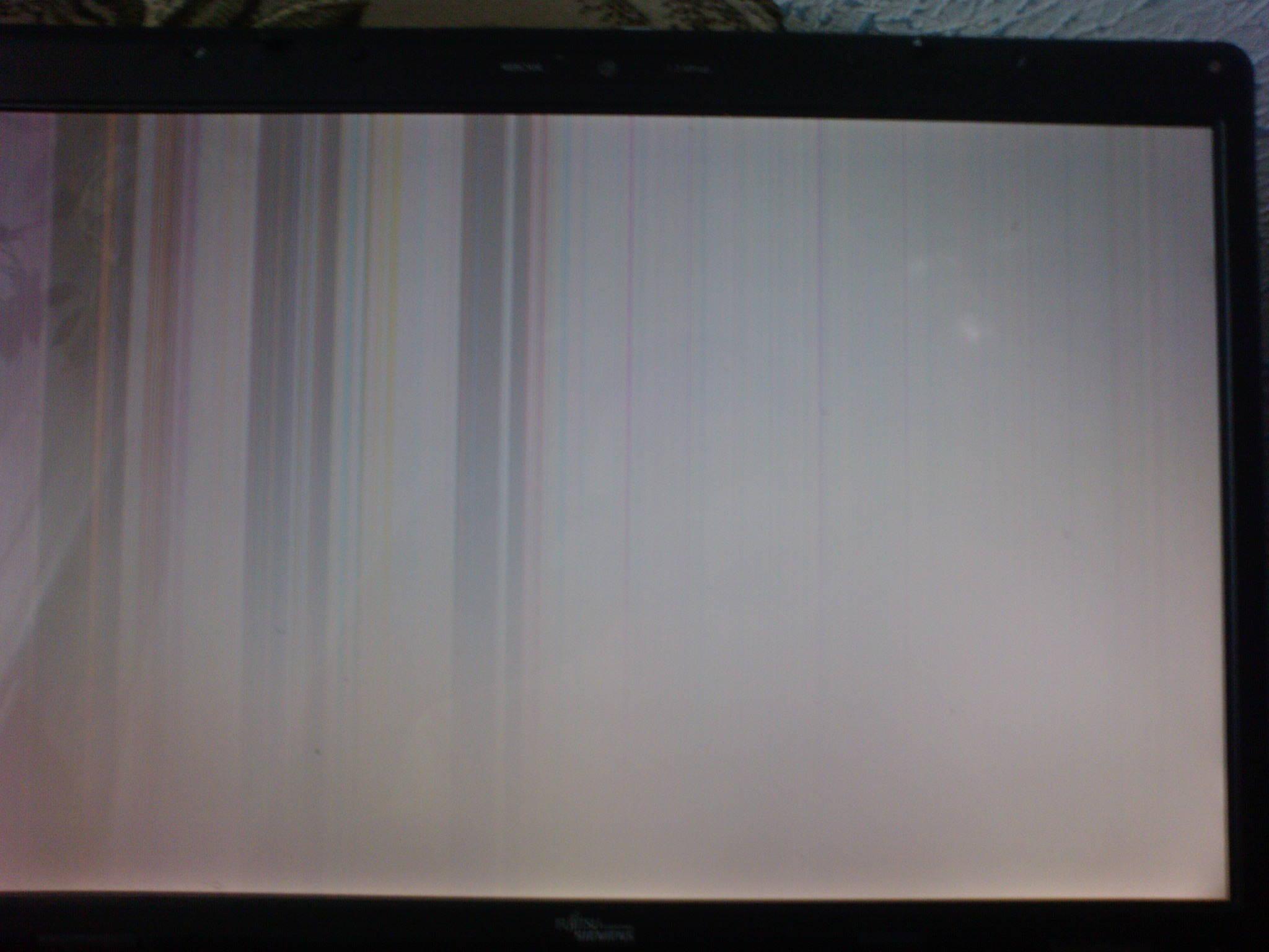 Fujitsu Simens Amilo Pa 2548 - Kolorowe pionowe paski na ekranie laptopa