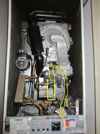 Vaillant VHR C - Ubywa wody - kapie przez rurke idącą od filtra.