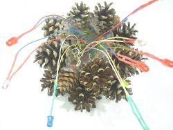 Mała choinka szyszkowa LED