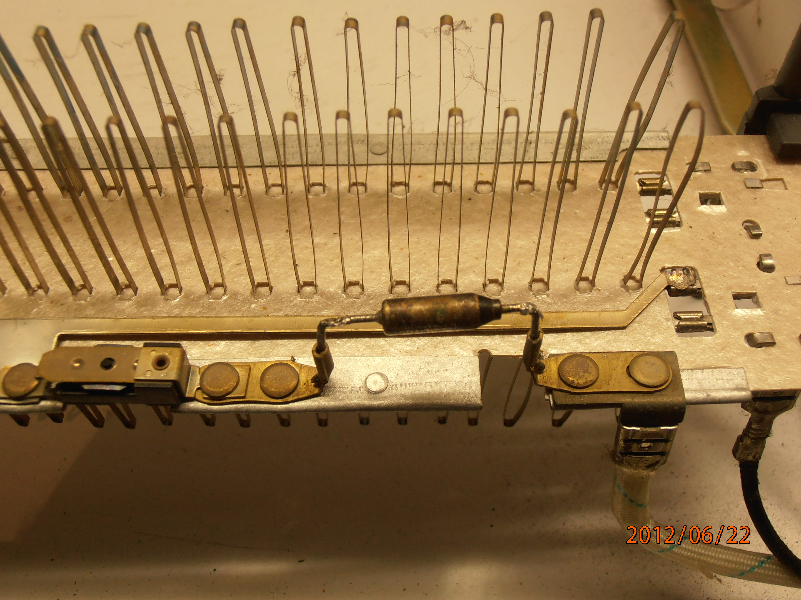 Ogrzewacz konwektorowy - Co to za element ?