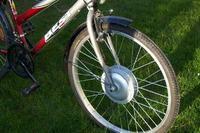 Rower hybrydowy ładowany odnawialną energią elektryczną.