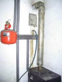 Podlaczenie przewodu spalinowego do piecyka łazienkowego.