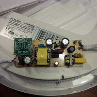 Lampa zewnętrzna z mokrofalowym czujnikiem ruchu.