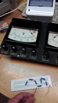 Walizka pomiarowa V,A. - Odbudowa woltomierza i ocena stanu urządzenia.