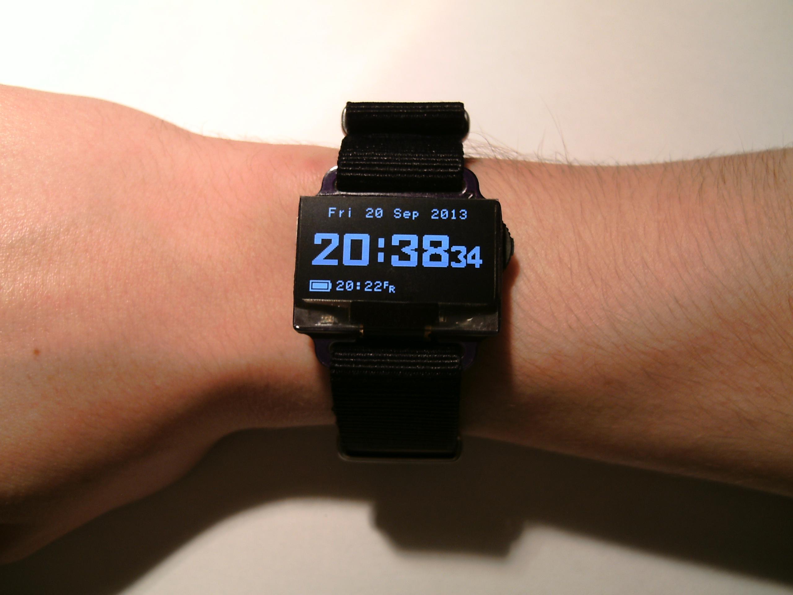 Cyfrowy inteligentny zegarek nar�czny DIY