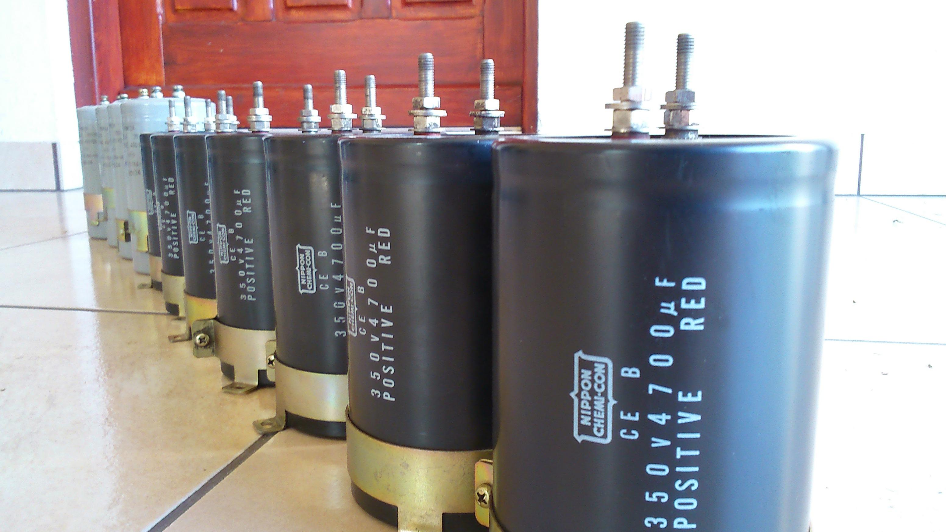 [Sprzedam] Kondensatory 4700uF/350V 12 sztuk