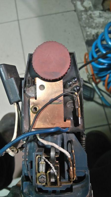 Szlifierka kątowa Bosch GWS850 - Wirnik obraca sie w druga strone
