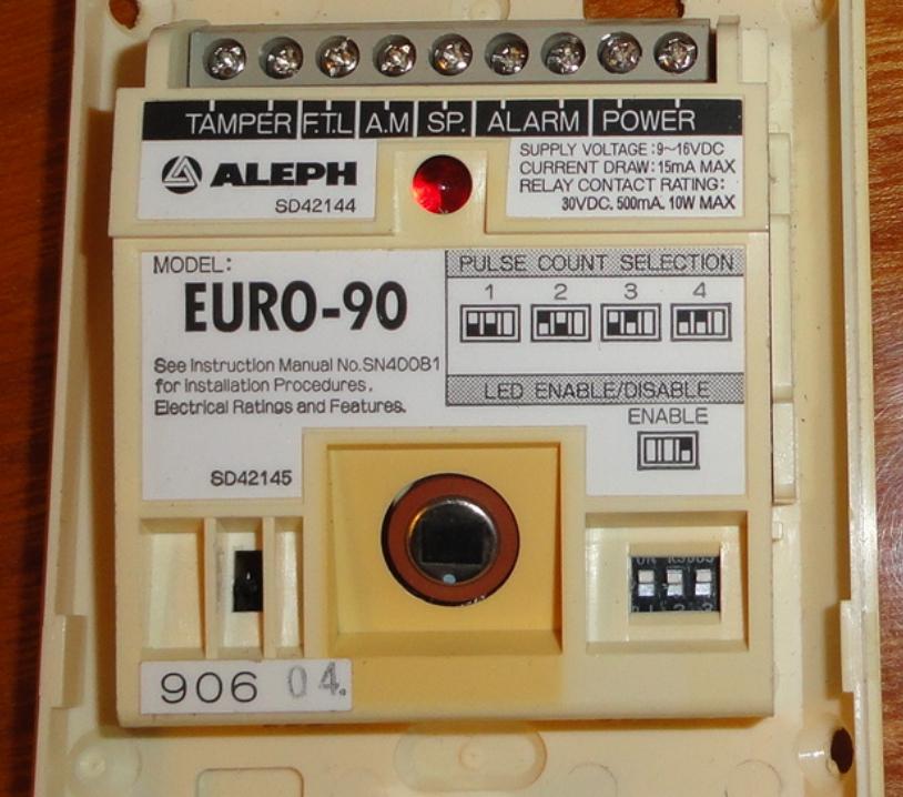 Czujnik ruchu (alarmu) ALEPH SD42144-jak pod��czy�?