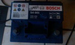 Akumulator Bosch S4 44Ah - ładowanie lub tzw. Jump-Start z prostownika.