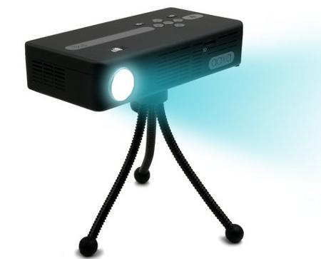 AAXA P4 Pico Projector - najja�niejszy na �wiecie projektor zasilany bateriami