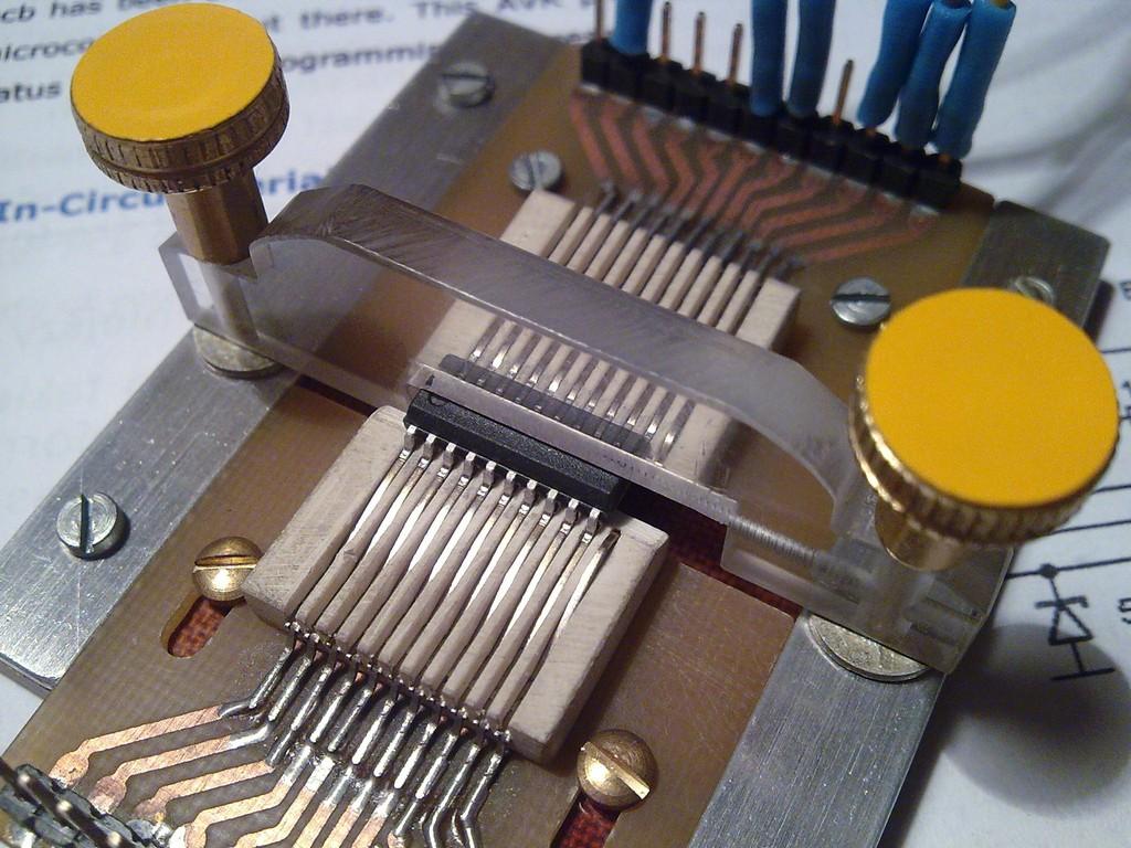 Przystawka do programowania procesor�w w obudowie SO