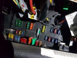 Peugeot 206 1,4 16v benzyna - Bezpiecznik do sygnału dzwiękowego, przełącznik do