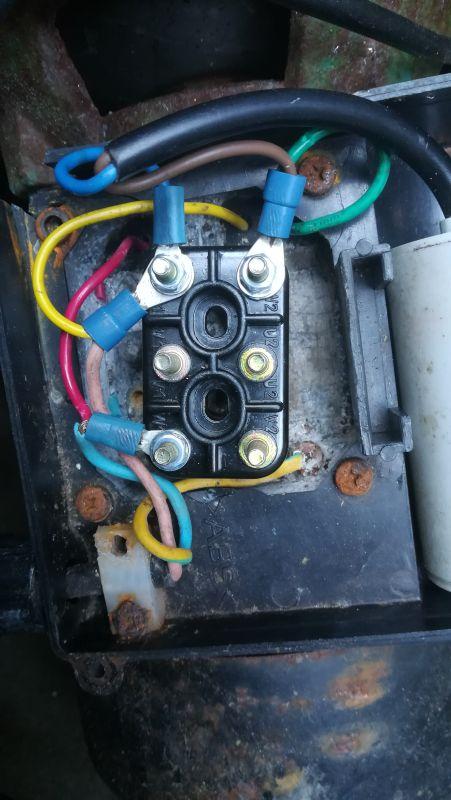 - Podłączenie silnika jednofazowego z kondesatorem