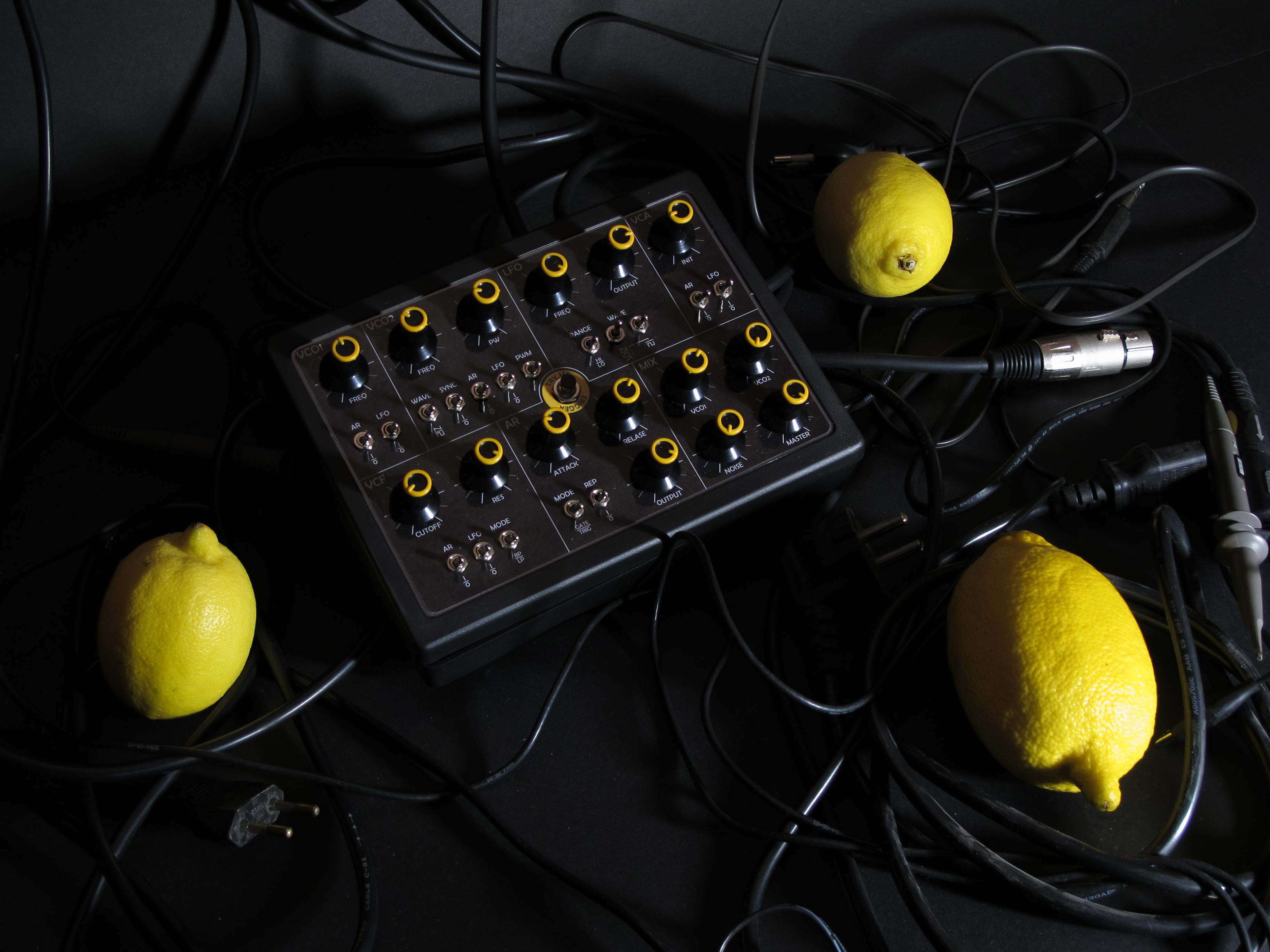 Sound Lab Mini-synth - ma�y analogowy syntezator produkcji Gigantora