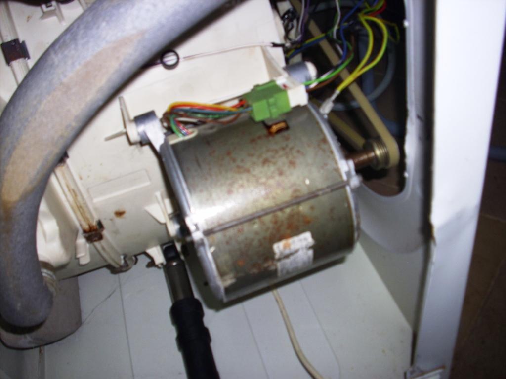 Amica AFS5015ZT, wybuch kondersatora<�w> sieci, robi spi�cie po 5 min pran