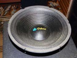 Dibeisi q1240 - Jakie głośniki są zamontowane
