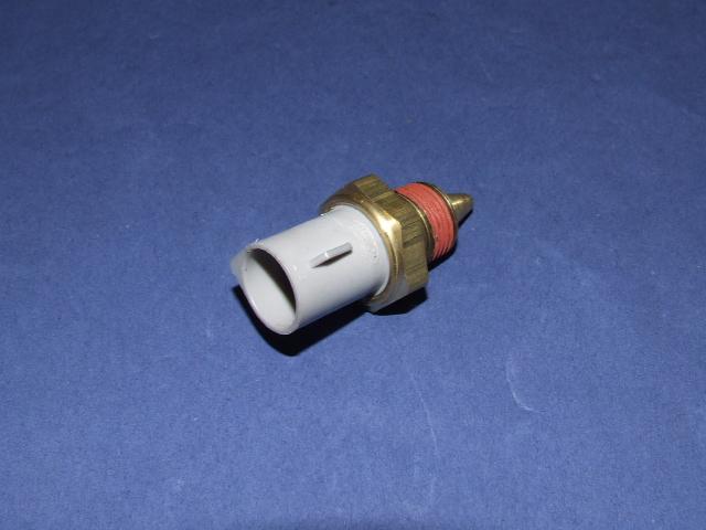 Ford Escort 1.4. z 1996 r. Miejsce czujnika temperatury silnika.
