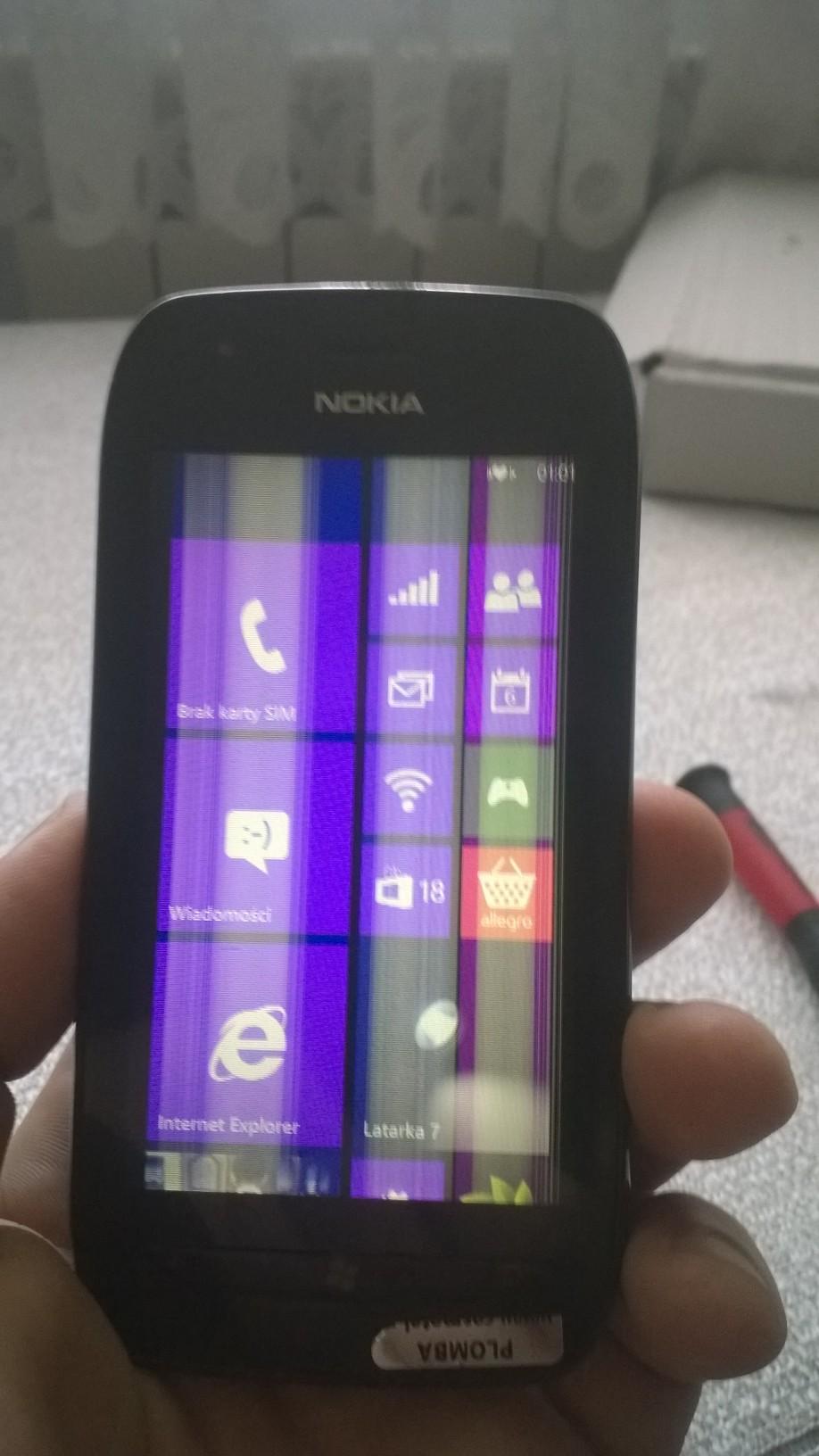 Nokia Lumia 710 - Bia�e pionowe pasy na ekranie po wymianie Digitizera