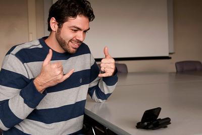 Naukowcy stworzyli telefony obsługujące język migowy