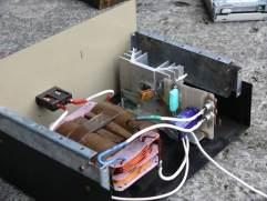 Ładowarka do akumulatora samochodowego z układem PB137