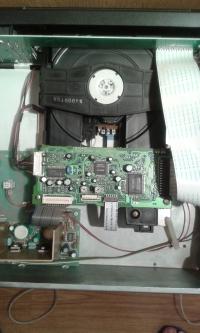 Radmor T-5552 odtwarzacz CD - Płyta wjeżdża i po chwili wyjeżdża.
