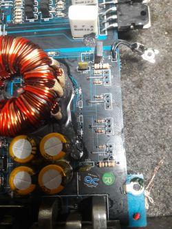 Crunch GTR420.2 - spalone diody w przetwornicy