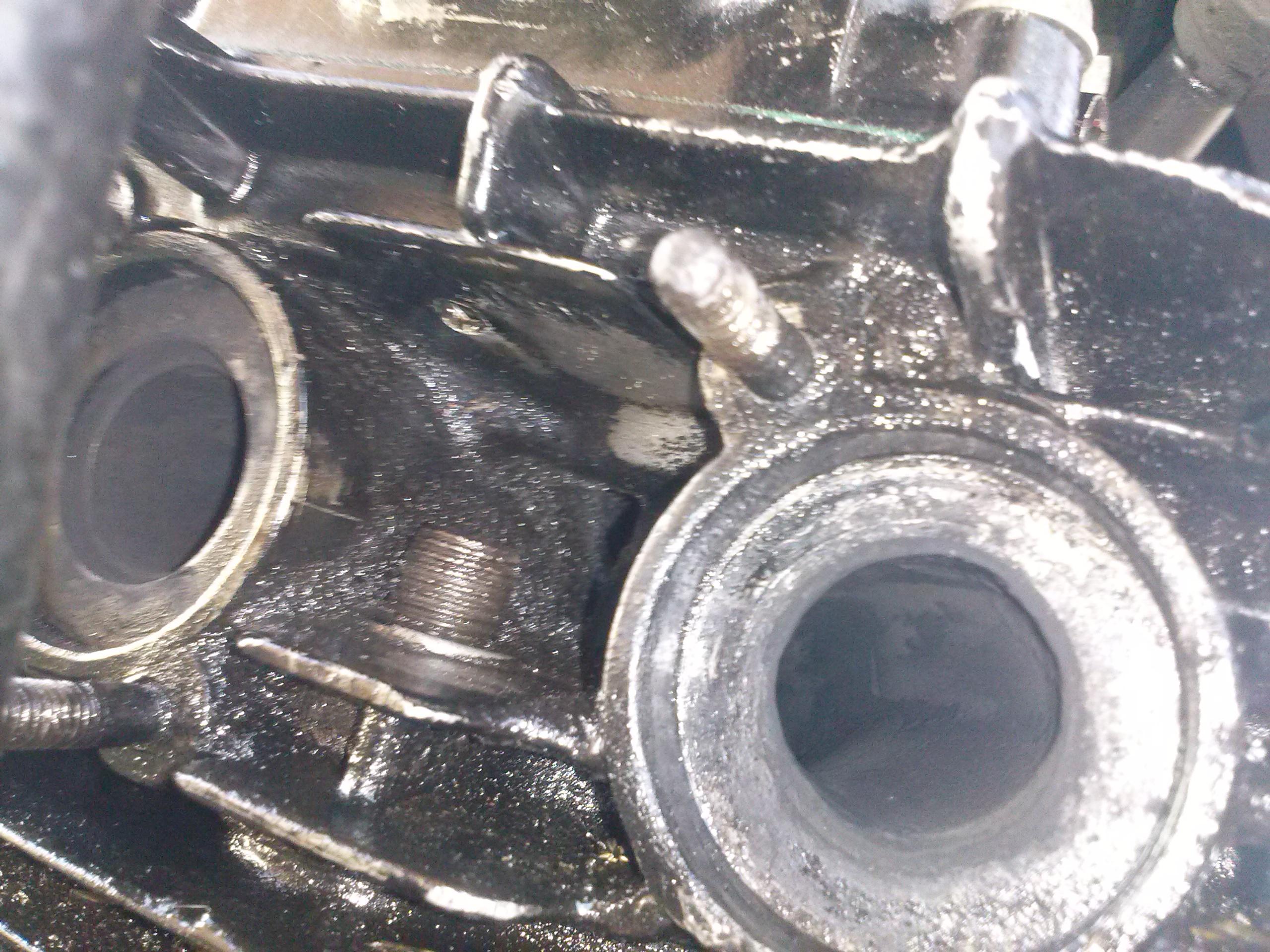 silniki 4suw honda cb 250 - z dziurki  pomiedzy wydechami cieknie olej