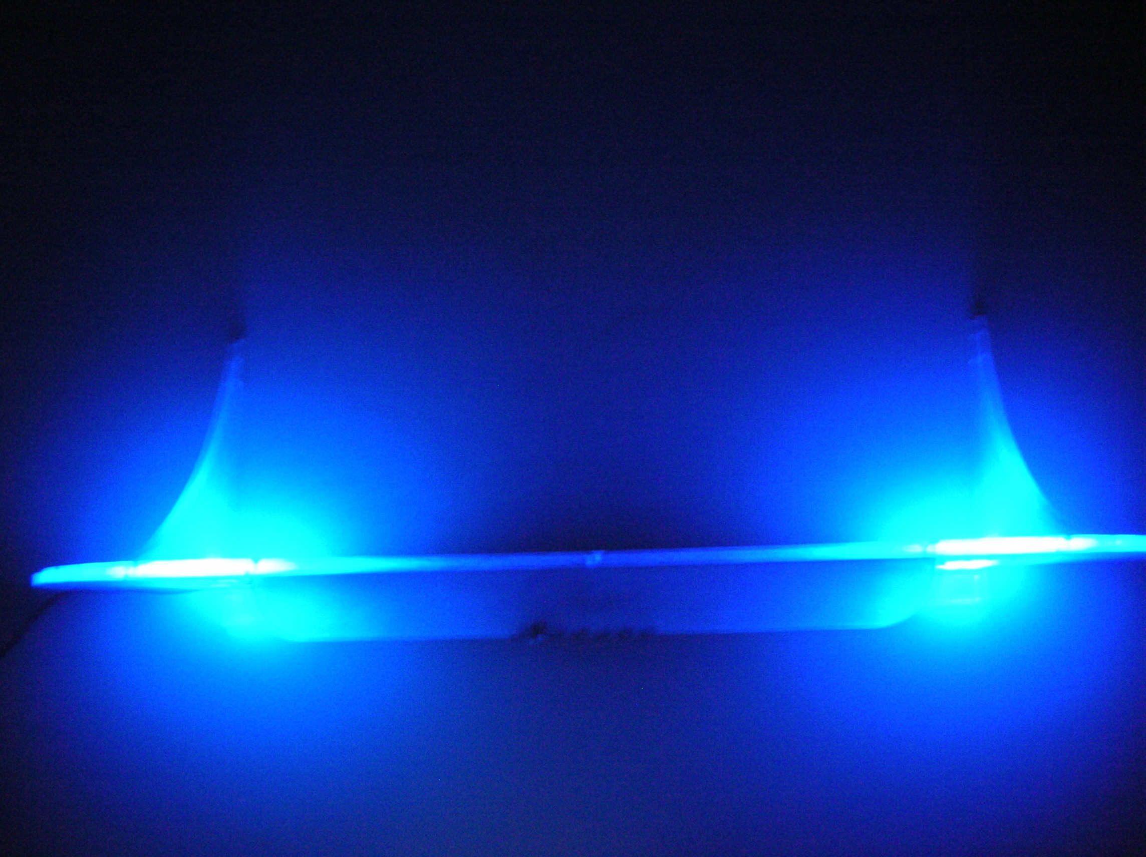P�ka RGB zintegrowana z lampk� na biurko.