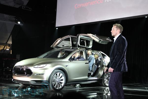 Tesla przedstawi�a elektrycznego SUVa, czyli Model X