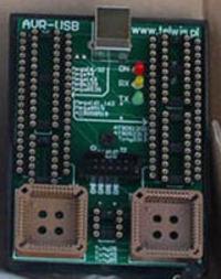 Wybór mikrokontrolera i programatora dla totalnie zielonego.