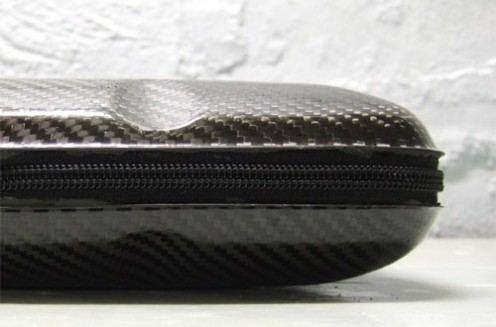 Pancerna teczka na laptopa z włókna węglowego