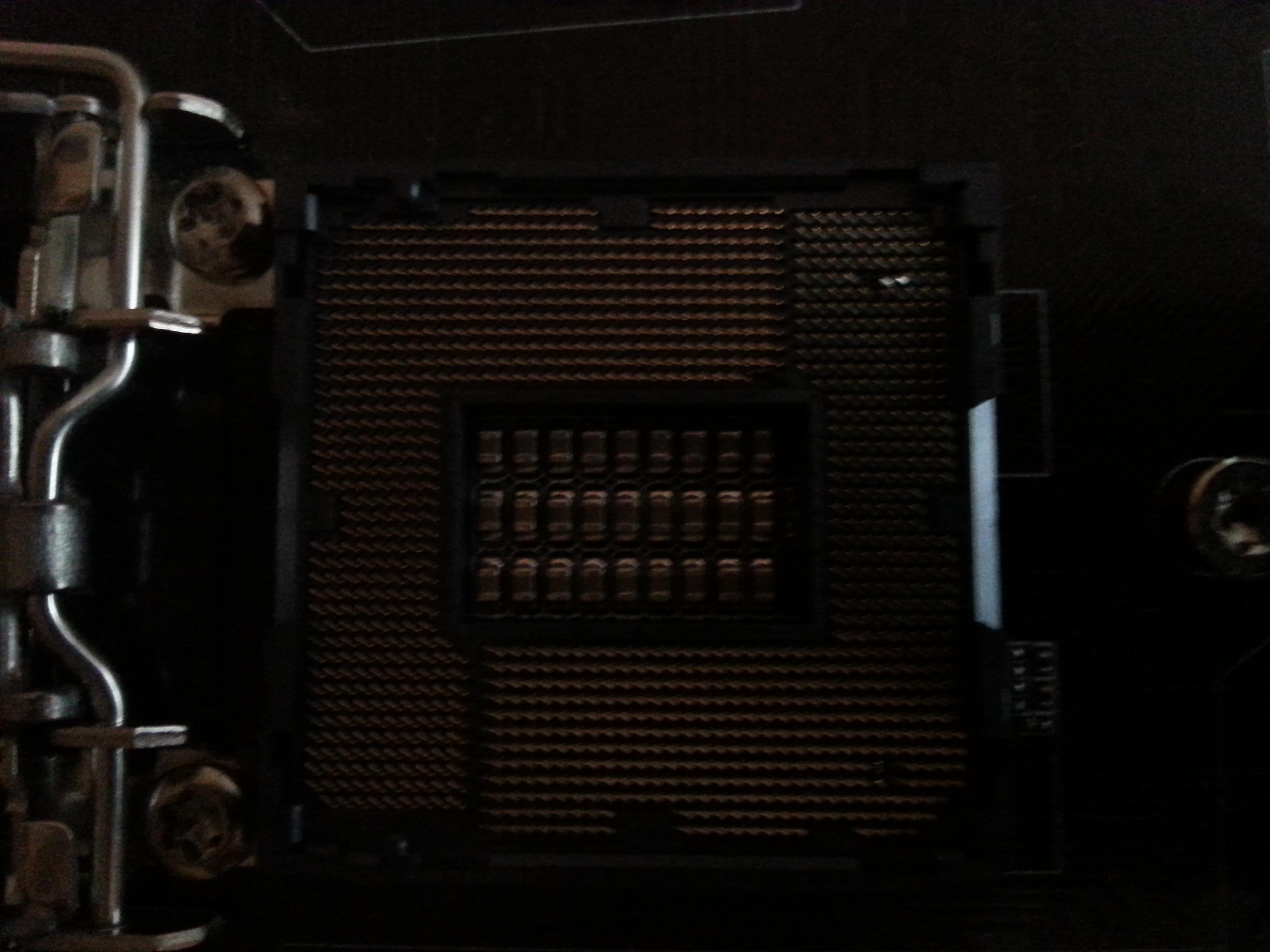 Gigabyte B85-HD3 - P�yta g��wna uszkodzone n�ki na podstawce
